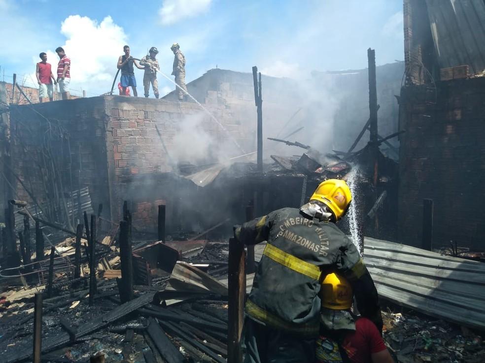 Corpo de Bombeiros controla incêndio no São Lázaro — Foto: Divulgação/Corpo de Bombeiros