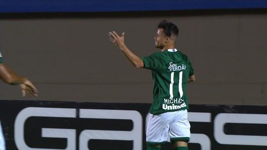 Gol do Goiás! Michael pega sobra na área e abre o placar no Serra Dourada