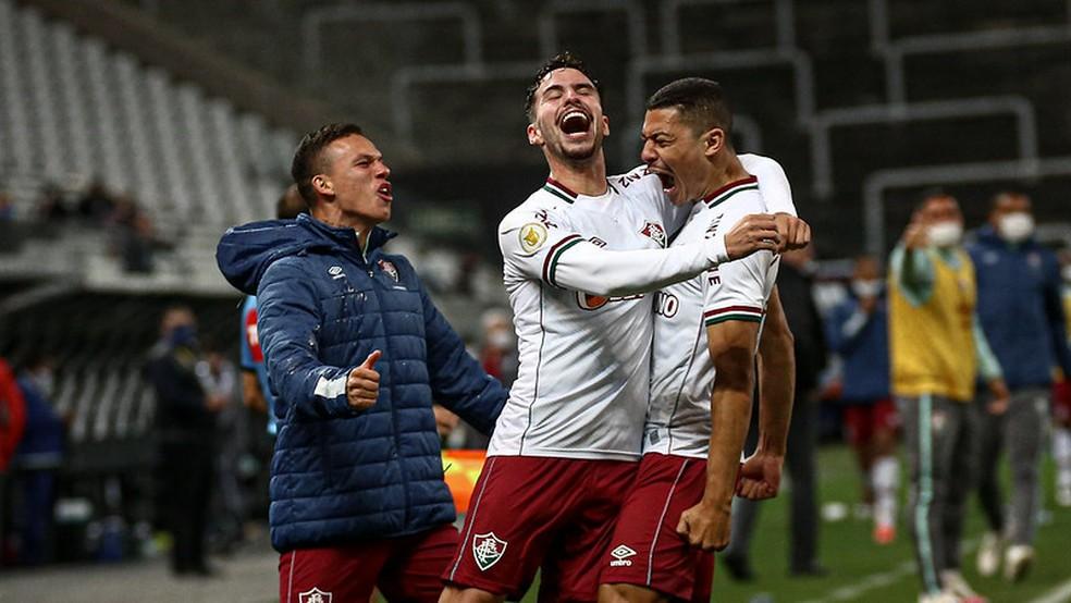 Calegari, Martinelli e André comemoram gol da vitória no Fla-Flu — Foto: Lucas Merçon / Fluminense FC