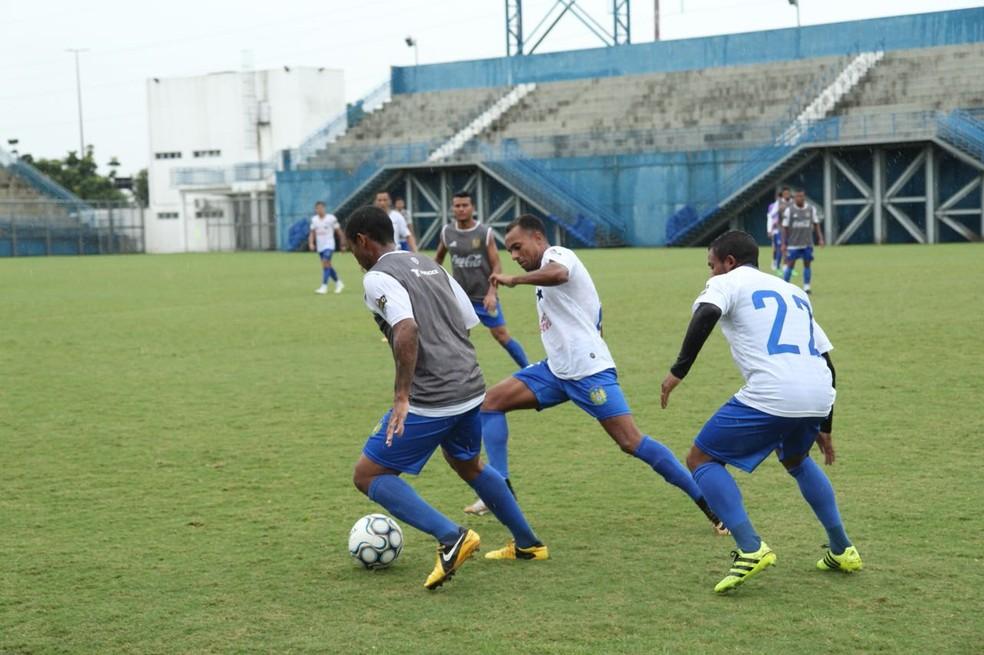 Nacional treinou nesta sexta no estádio da Colina, local do jogo de domingo (Foto: Gabriel Mansur)