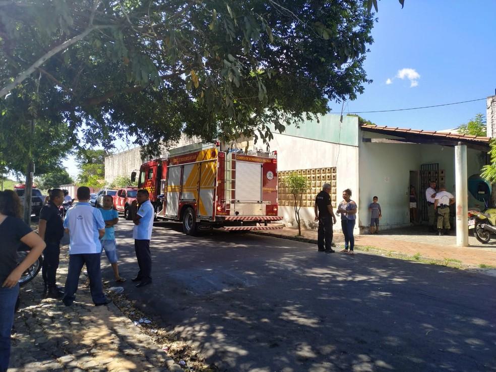 Bombeiros foram acionados para controlar fogo no Centro Educacional Masculino, em Teresina. — Foto: Reprodução