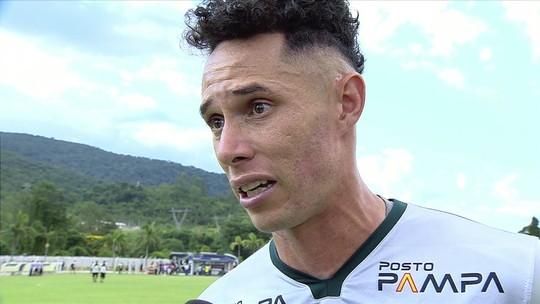 Emocionado após perda da mãe, goleiro da Caldense pede apoio a vítimas de incêndio no Flamengo