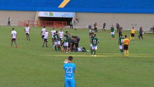 Diego Souza, do Botafogo, leva pior em dividida e é levado ao hospital em Goiânia