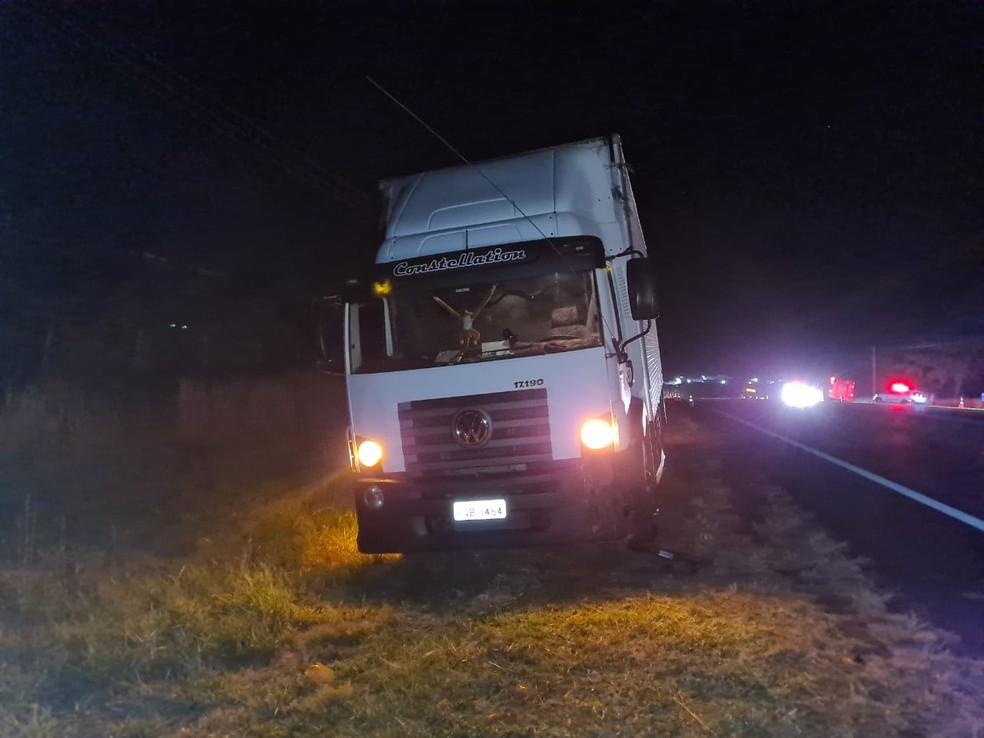 Motorista do caminhão não se feriu na colisão em Pompeia  — Foto: João Trentini/Arquivo pessoal
