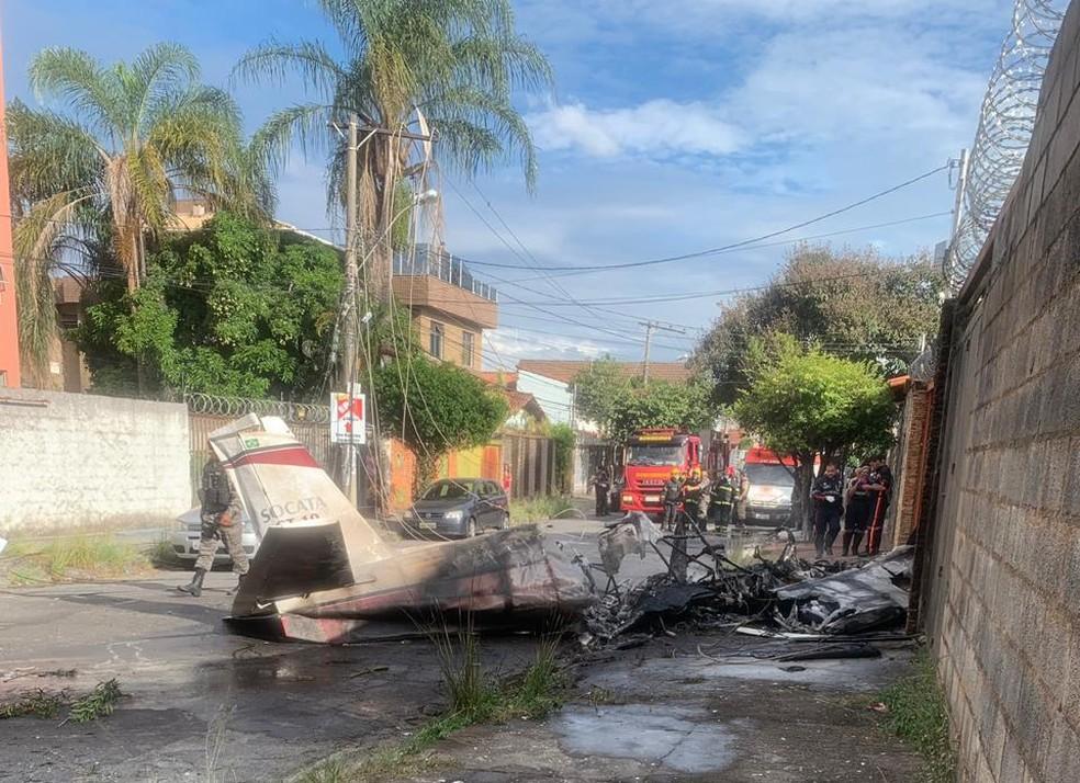 Aeronave cai em Belo Horizonte — Foto: Corpo de Bombeiros/Divulgação