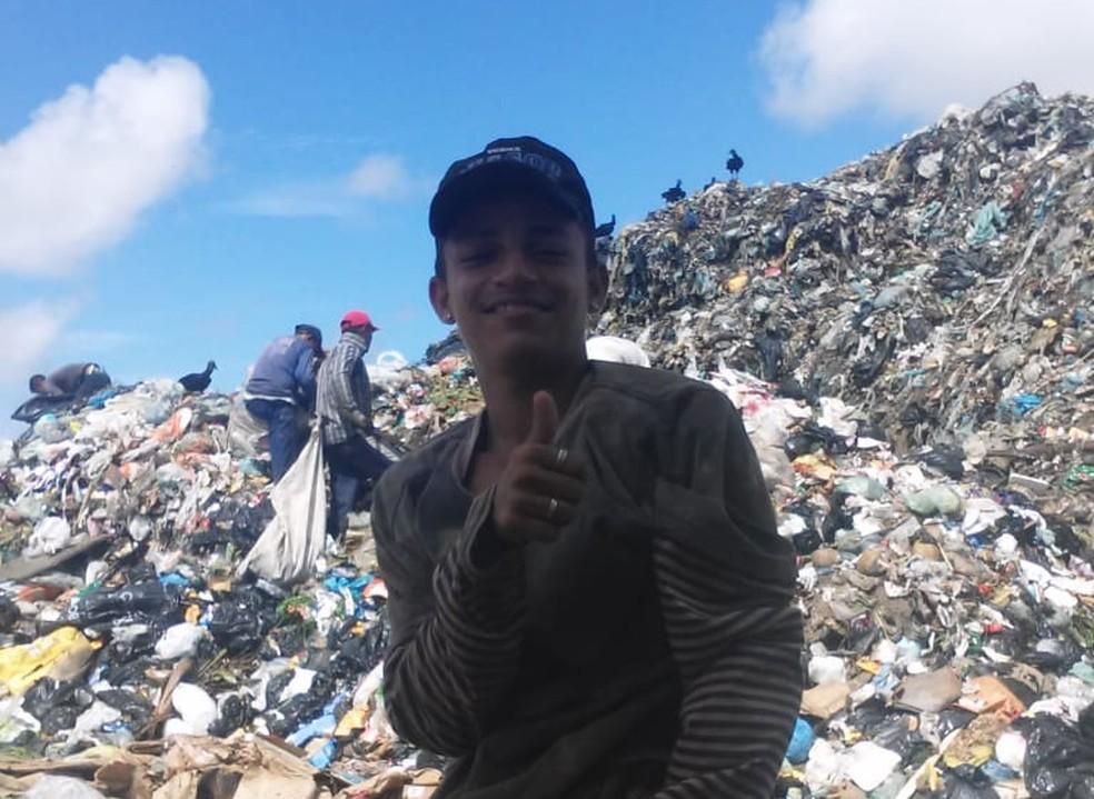 Eliabe Gonçaves da Silva 19 anos morreu soterrado em lixão em Natal  — Foto: Arquivo pessoal