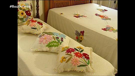 'Baú do Terra': bordadeiras de Almenara usam natureza como matéria-prima