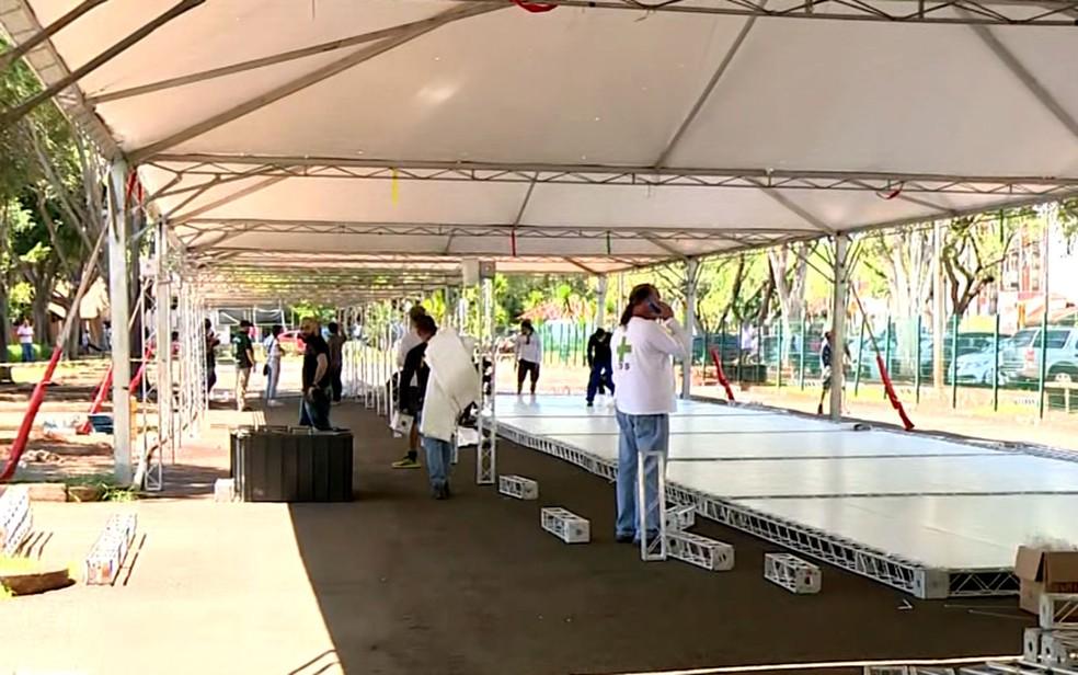 26/03: Estrutura de ONG em parceria com HC da Unicamp, em Campinas, para atendimento de pacientes com sintomas de Covid-19. — Foto: Reprodução/EPTV