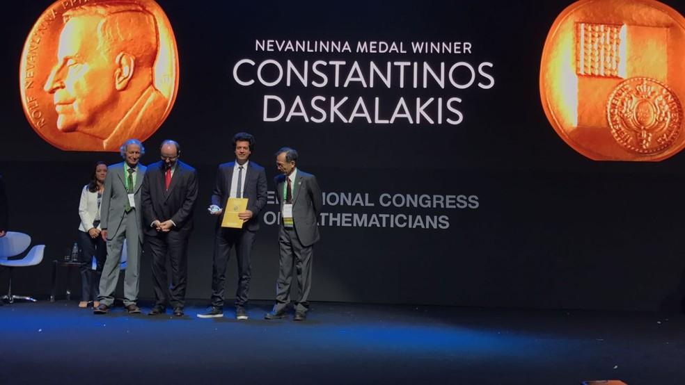 O grego Constantinos Daskalakis venceu a medalha Nevanlinna (Foto: Bruno Albernaz/ G1)