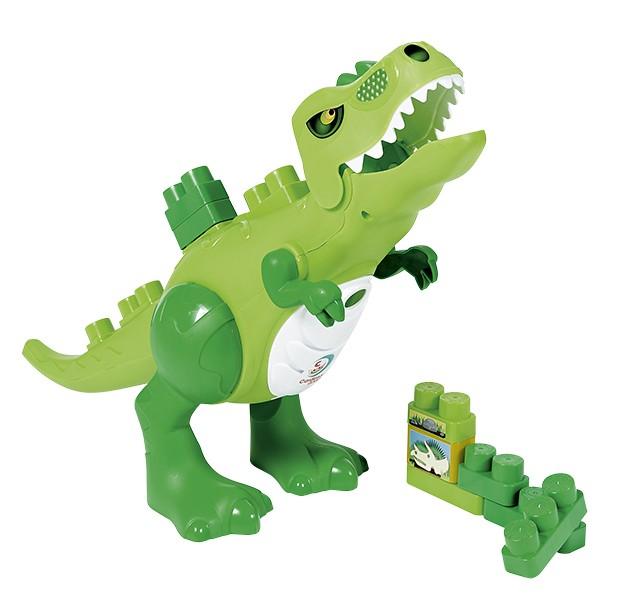 """Dinossauro Jurássico  R$ 199,90, Cardoso Toys A cara de malvado não afastou as crianças, que adoraram esse dinossauro (64 x 32 cm) e o carregaram para lá e para cá em nossa sala de testes. Ele abocanha os blocos de montar, tem membros articulados e emite rugidos graças a duas baterias (inclusas). A maior diversão dos pequenos foi """"alimentá-lo"""" com tudo de mais estranho que estivesse por perto, desde pequenos aviões até cupcakes de brinquedos.  (Foto: Bruno Marçal / Editora Globo)"""