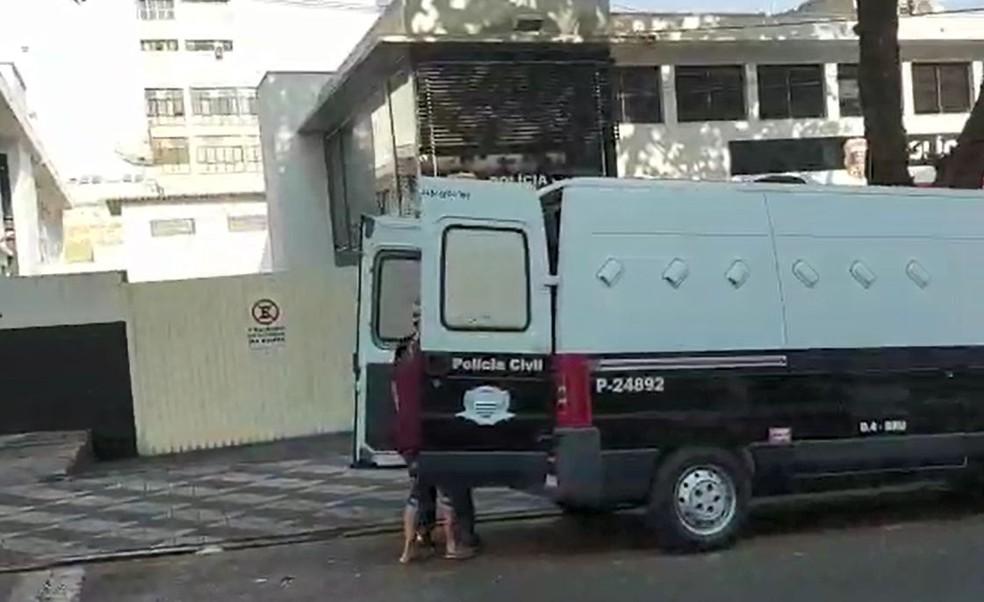 Cuidadora foi presa em Bauru e deve passar por audiência de custódia nesta quinta-feira  — Foto: Fernanda Ubaid/ TV TEM