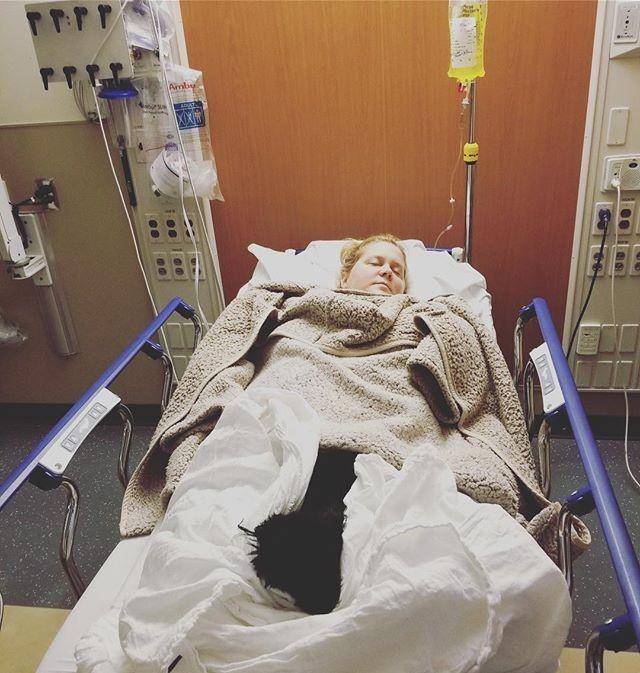 Amy Schumer postou um clique hospitalizada (Foto: Reprodução/Instagram)