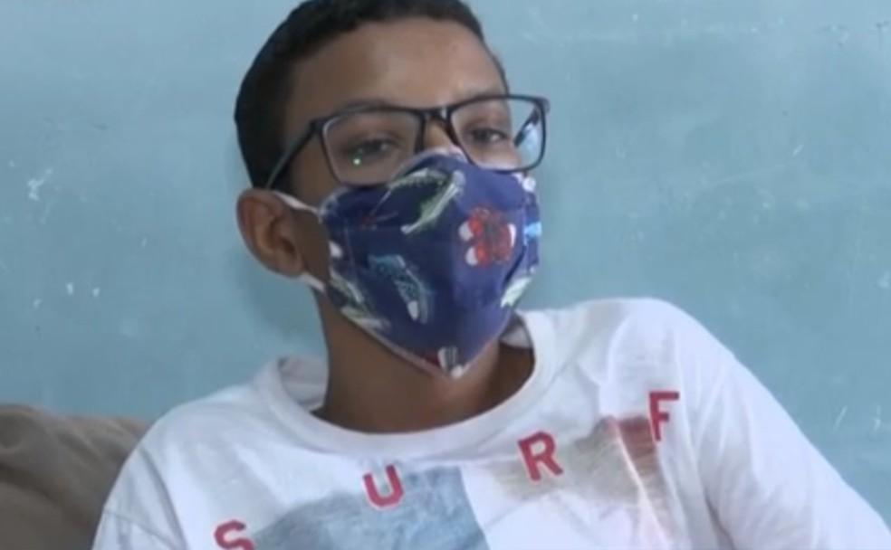 Família faz apelo para conseguir medicamentos para adolescente com esclerose múltipla na Bahia — Foto: Reprodução / TV Subaé