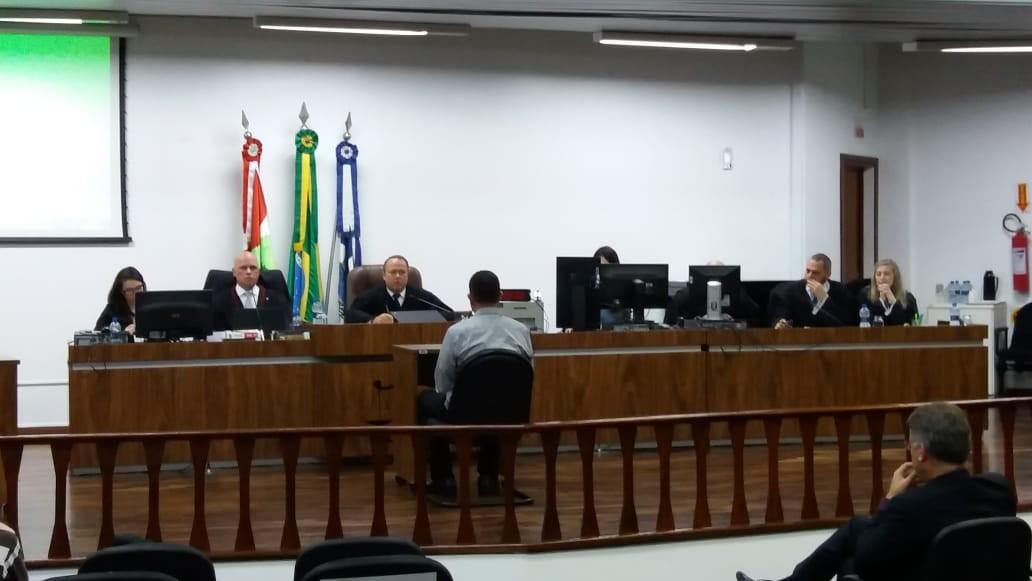 Julgamento de pai que jogou álcool em bebê para matá-lo começa em Joinville - Notícias - Plantão Diário