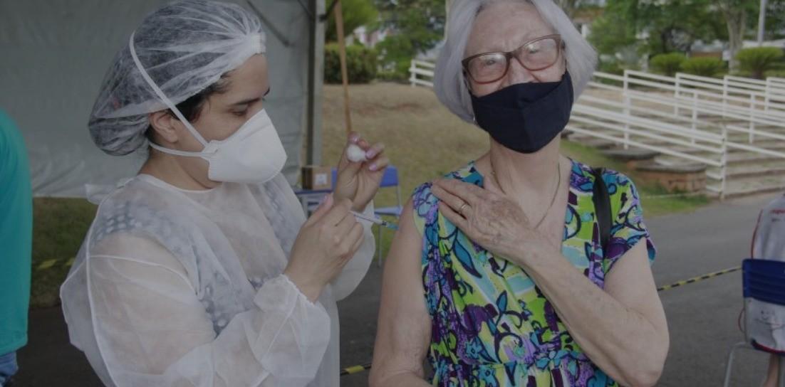 Jaguariúna suspende aplicação da CoronaVac para moradores com idades entre 18 e 59 anos