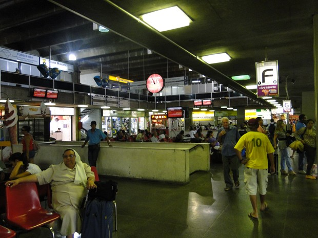 Polícia prende carregador de bagagens da Rodoviária de BH por chamar segurança do terminal de 'macaco'