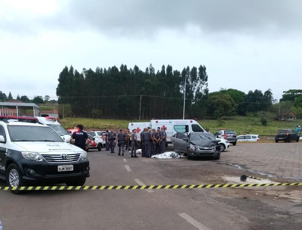 Troca de tiros resultou em duas mortes, a do policial e do motorista do carro — Foto: Arquivo pessoal