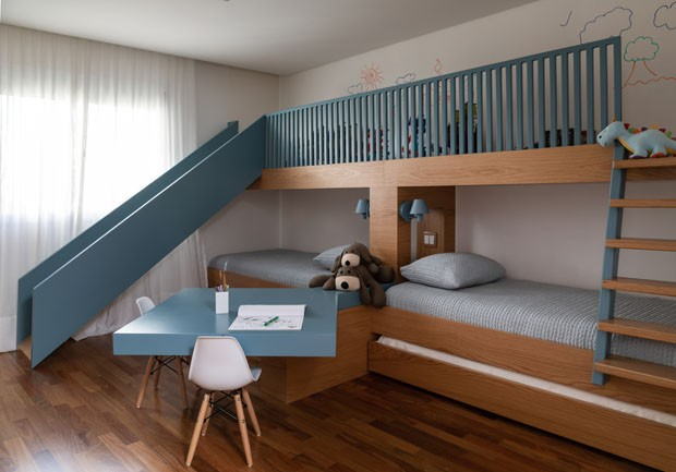 Apê tem madeira, cores neutras e um quarto infantil dos sonhos (Foto: Evelyn Muller)