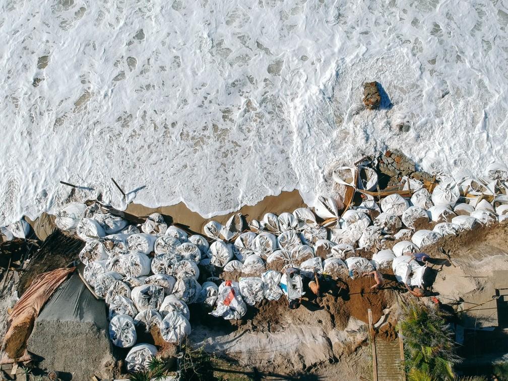 Erosão costeira em Florianópolis (SC) — Foto: Diogenes Pandini/NSC