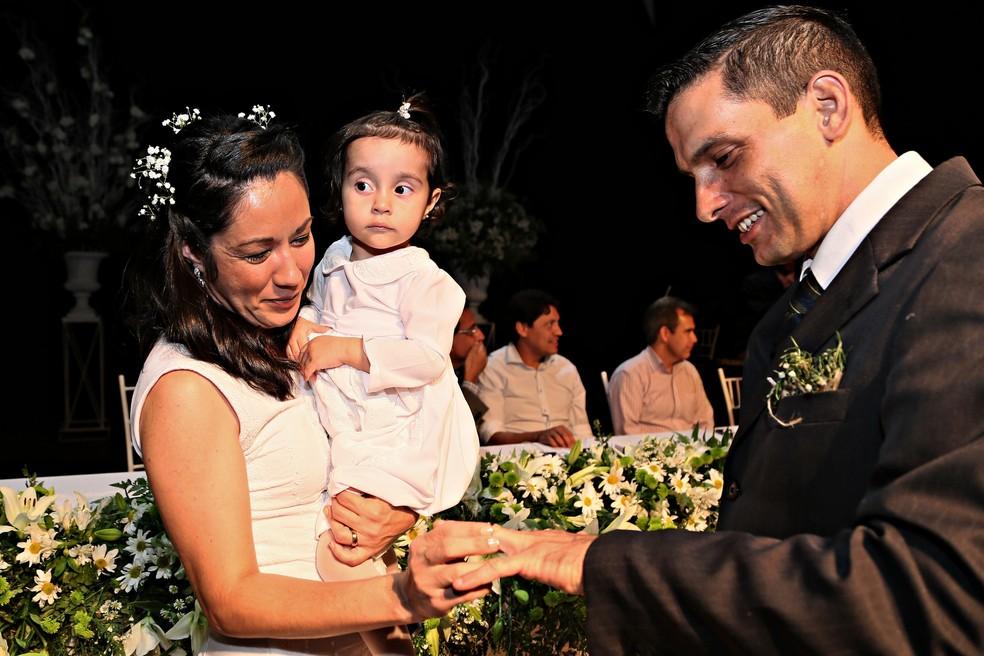 -  Em 2017, casamento comunitário em Uberaba uniu 46 casais.  Foto: Neto Talmeli/PMU