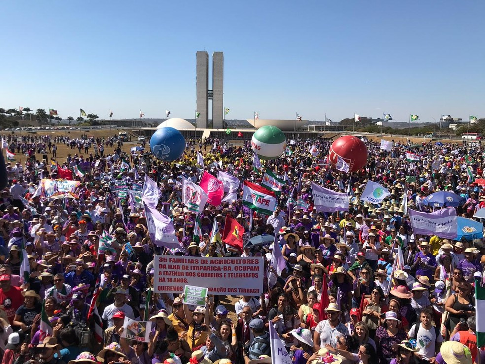 BRASÍLIA, 10h29: Marcha das Margaridas leva trabalhadoras rurais de todo o país para a Esplanada dos Ministérios  — Foto: Afonso Ferreira/G1