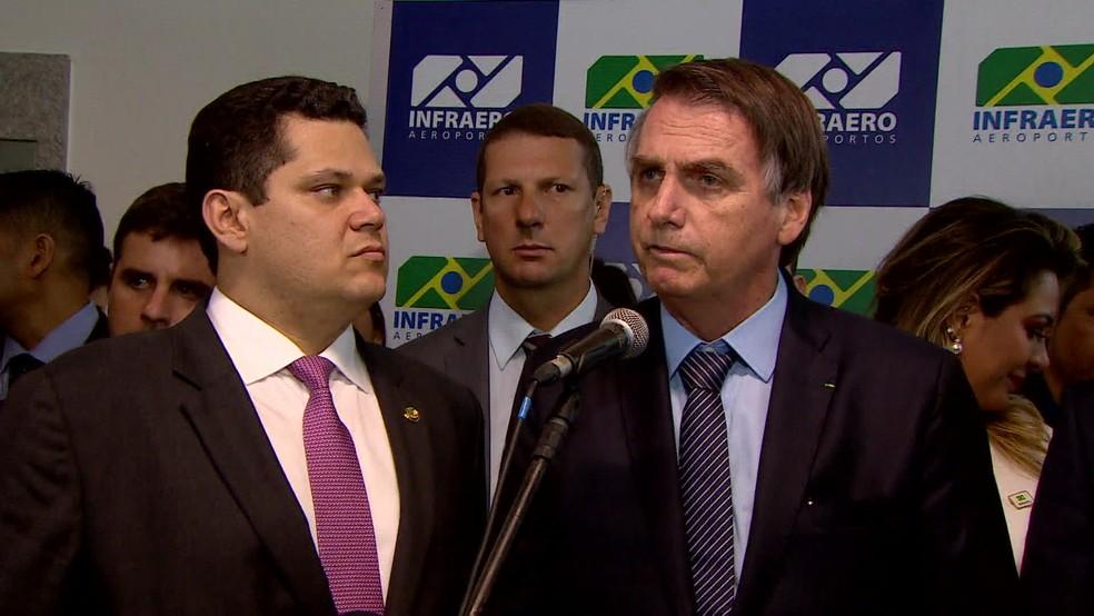 Bolsonaro dá entrevista durante visita ao Amapá — Foto: Reprodução/GloboNews