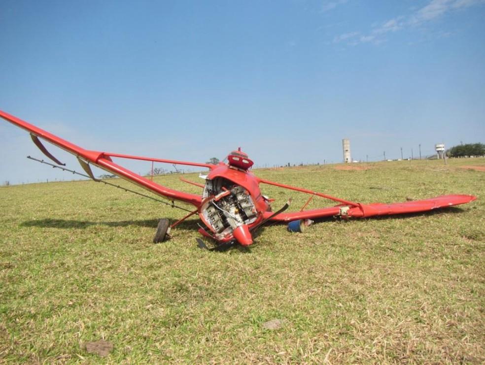 Em acidente em Pacaembu, piloto saiu ileso e aeronave teve danos substanciais nas asas — Foto: Reprodução/Sipaer