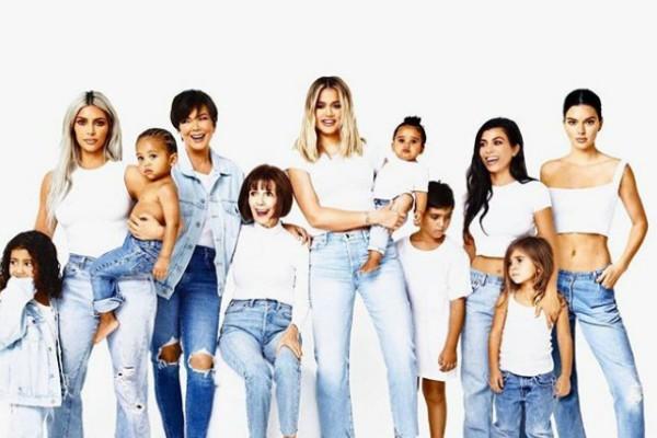 Cartão em família publicado por Kim Kardashian (Foto: Reprodução Instagram)