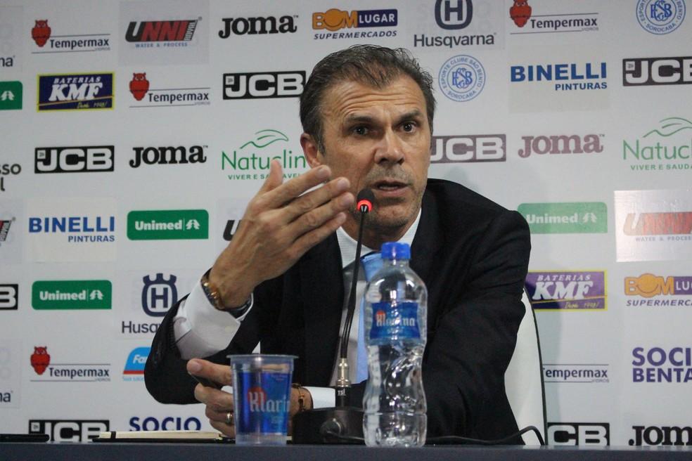 Milton Mendes na apresentação como técnico do São Bento  — Foto: Emilio Botta