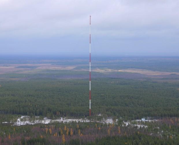 Torre de monitoramento meteorológico instalada na Sibéria (Foto: Divulgação/ATTO)