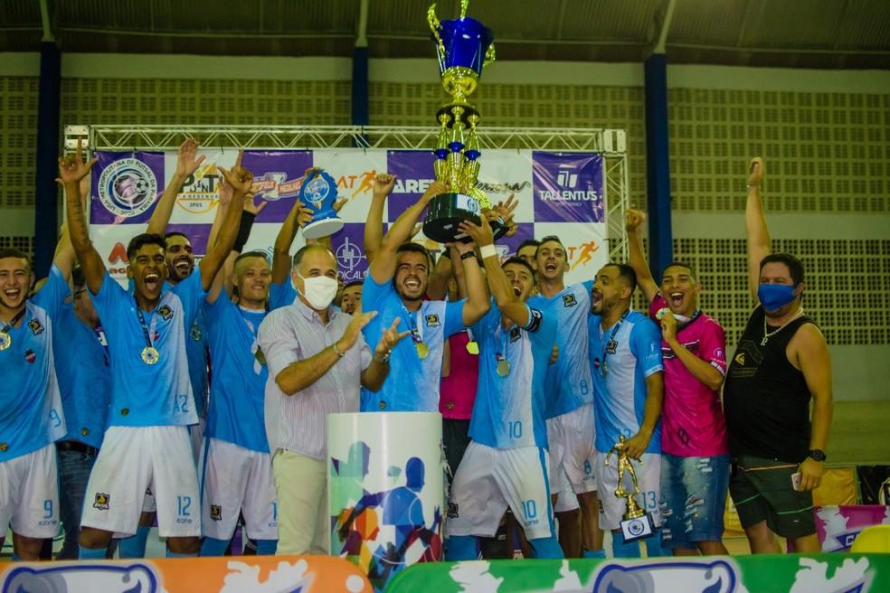Jogadores do Boi Bravo comemoram título da Liga Metropolitana de Futsal — Foto: Victor Joseh / Clicksportive