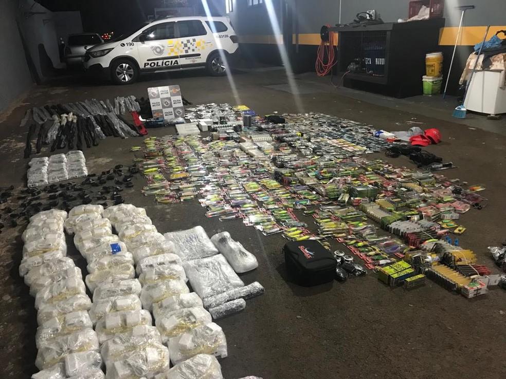 Ocorrência de descaminho foi registrada na noite desta quinta-feira (7) na Rodovia Laurentino Mascari, em Itápolis (SP).  — Foto: Polícia Rodoviária /Divulgação