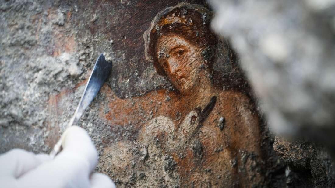 Detalhe da pintura do afresco erótico encontrado em Pompeia (Foto: Divulgação/ Cesare Abbate/ Pompeii Sites)