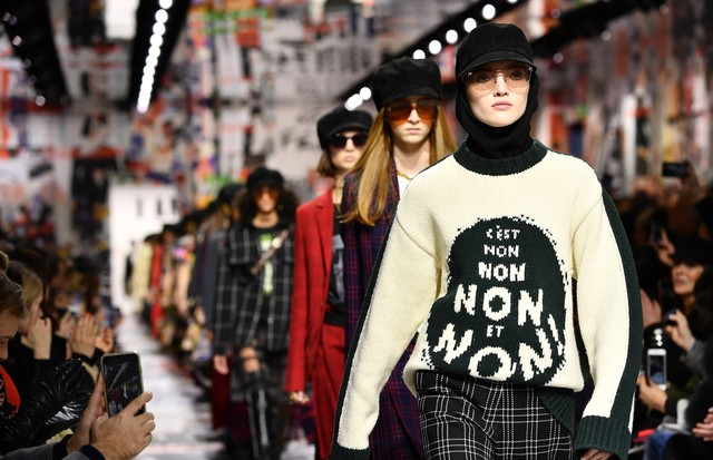 PARIS, FRANCE - FEBRUARY 27:  Models walk the runway during the Christian Dior show as part of the Paris Fashion Week Womenswear Fall/Winter 2018/2019 on February 27, 2018 in Paris, France.  (Photo by Pascal Le Segretain/Getty Images) (Foto: Getty Images)