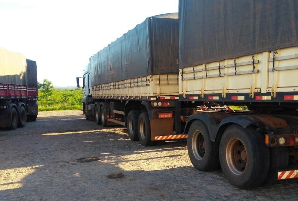 Carga irregular de milho apreendida em Itaú — Foto: SET/Divulgação