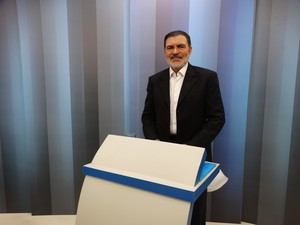 Tony Gel (PMDB) durante debate do segundo turno na TV Asa Branca (Foto: Kamylla Lima/G1)