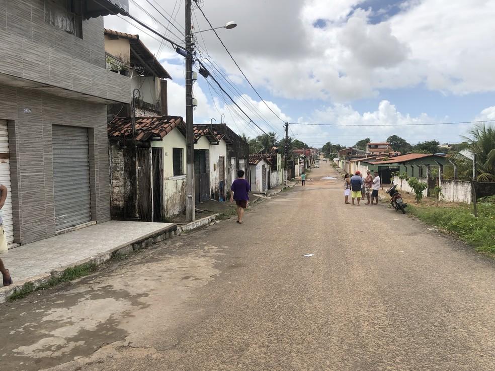 Avenida Remador Clodoaldo Bakker, no conjunto Novo Horizonte, no bairro Pajuçara, Zona Norte de Natal — Foto: Mariana Rocha/Inter TV Cabugi