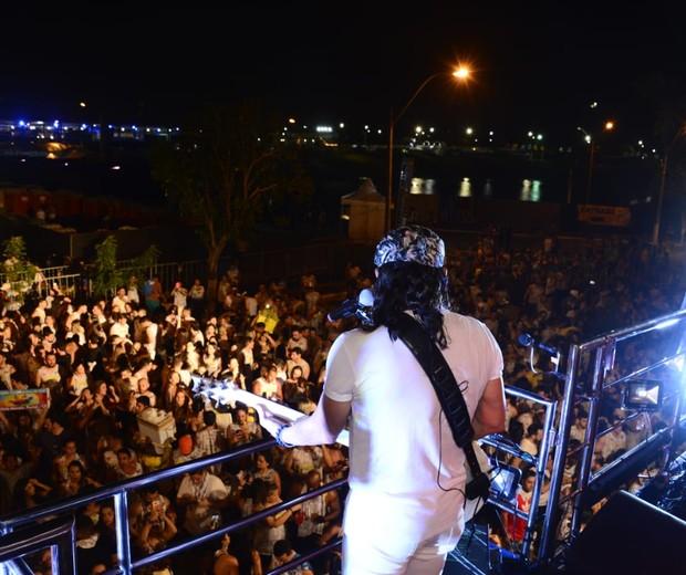 Bell agita a galera no Fortal  (Foto: Davi Magalhães/Divulgação)