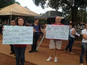 Manifestantes pedem a saída de Eduardo Cunha da presidência da Câmara (Foto: Eurílio Silva/G1)