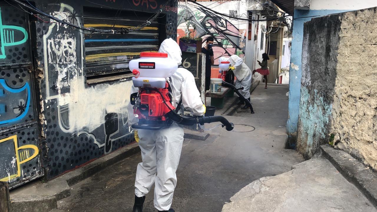 Cedae anuncia sanitização de comunidades no Rio; Vidigal é a primeira
