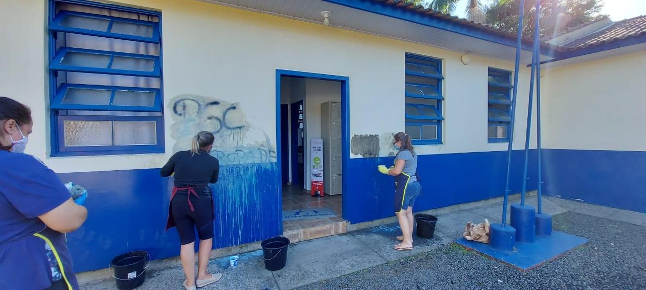 Escola recém-reformada é alvo de vandalismo em Criciúma