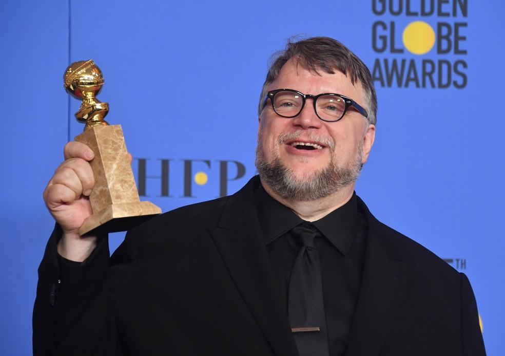 Guillermo del Toro recebe o prêmio de melhor diretor por 'A forma da água' no Globo de Ouro 2018 (Foto: Frederic J. BROWN / AFP)