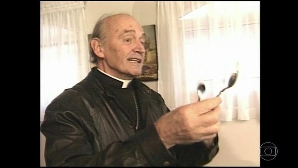 Padre Quevedo morre aos 88 anos de problemas cardíacos em BH — Foto: Reprodução/JN