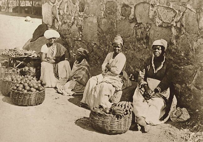 Quitandeiras, Rio de Janeiro, 1875. Pelas lentes de brasileiros e estrangeiros, os negros --livres, escravizados ou libertos-- foram retratados de diferentes formas (Foto: Marc Ferrez)