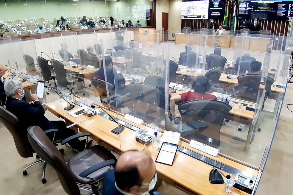 Sessão plenária da Assembleia Legislativa durante a pandemia — Foto: Eduardo Maia