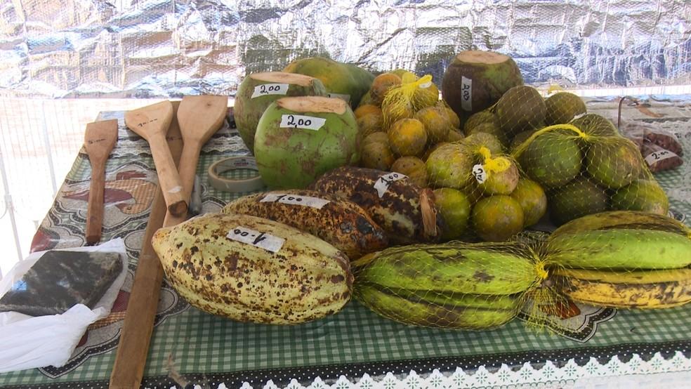 O pagamento dos produtos é deixado na caixinha dos Correios na frente da residência do casal.  — Foto: Rede Amazônica/Reprodução