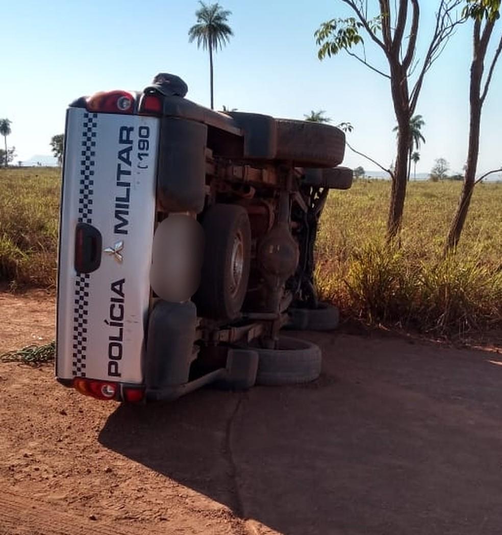 Viatura capotou durante perseguição a carro roubado em MT — Foto: PM-MT/Assessoria