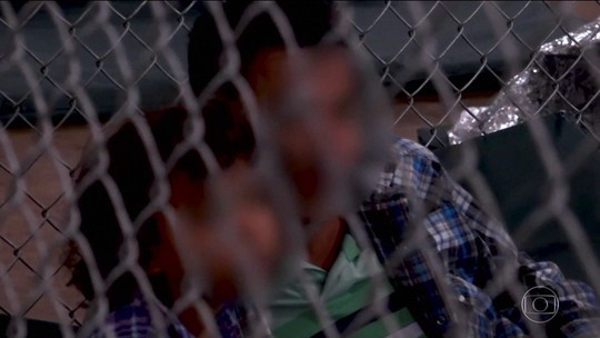 Nos EUA, abrigos para crianças que imigraram ilegalmente têm péssimas condições
