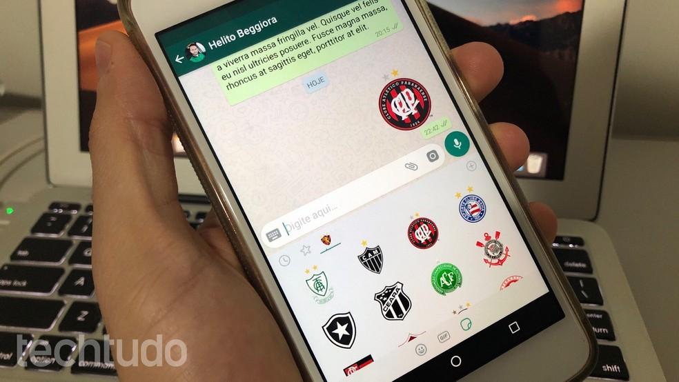 Aprenda a instalar figurinhas de times de futebol no WhatsApp — Foto: Helito Beggiora/TechTudo