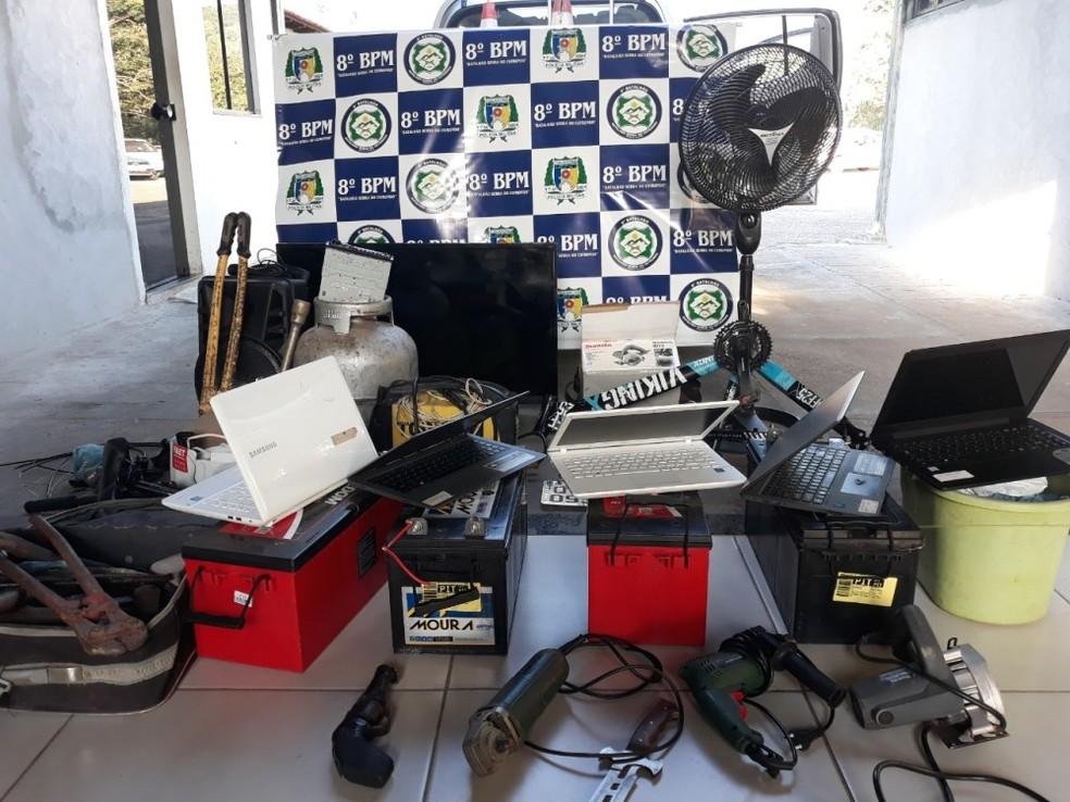 Objetos furtados foram apreendidos na casa de suspeitos — Foto: Divulgação/Polícia Militar